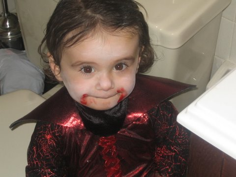 Lil Vampires Are Oh So Scary And Cute!