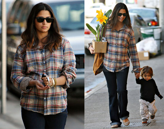 Photos of Camila and Levi Running Errands in LA 2009-12-02 09:28:38