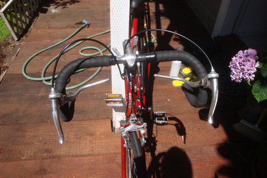 Mr. Bella Fixes His Bike With Nail Polish 2009-07-05 20:17:10