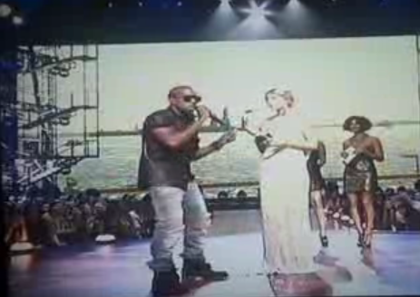 Kanye Jumps Up on Stage, Disses Taylor For Beyonce