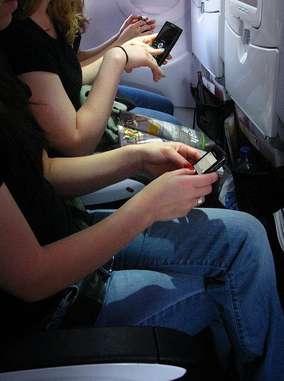 Mexico Gives Two Thumbs Up to Cell Phones on Airplanes