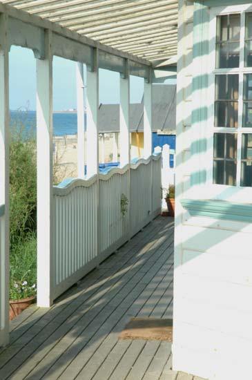 Cool Idea: Wavy Rails on a Beach Shack