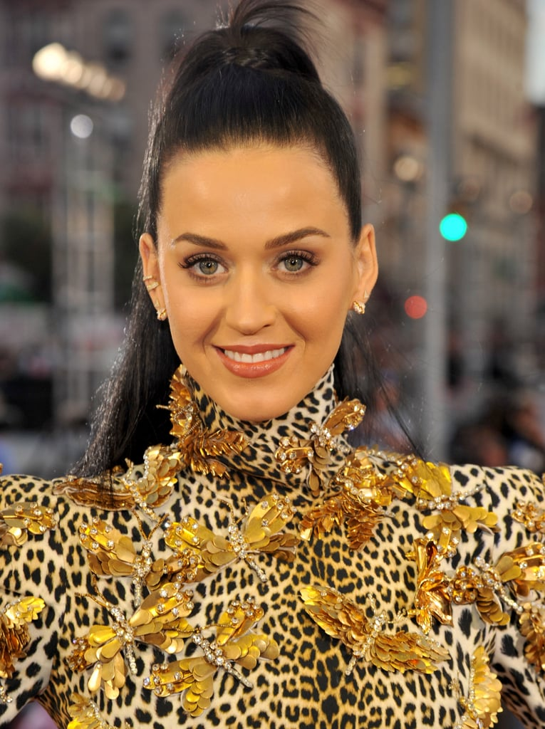 In a surprise move, Katy Perry kept it classic on the VMAs red carpet. She wore her inky black tresses in a high ponytail, while her makeup was simply stunning.