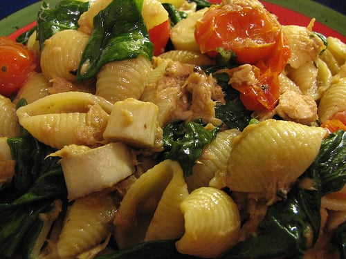 Yummy Link: Tuna Pasta with Tomatoes and Spinach