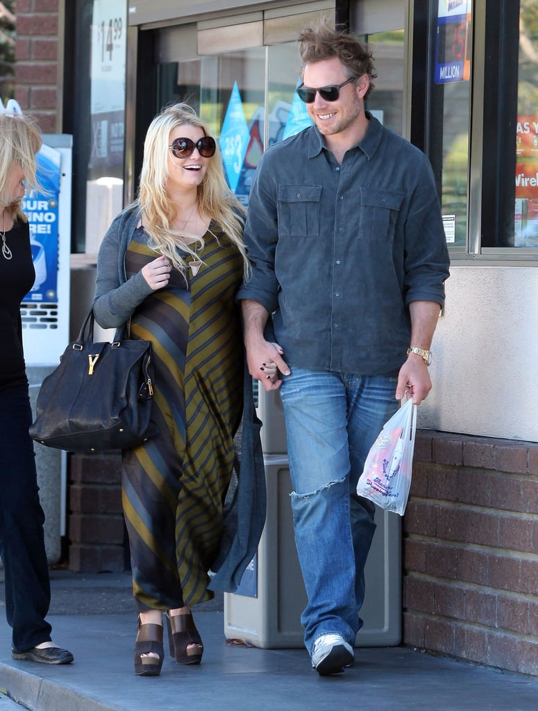 Jessica and Eric looked like the picture of happiness as they stopped for snacks at an LA convenience store in January 2012.