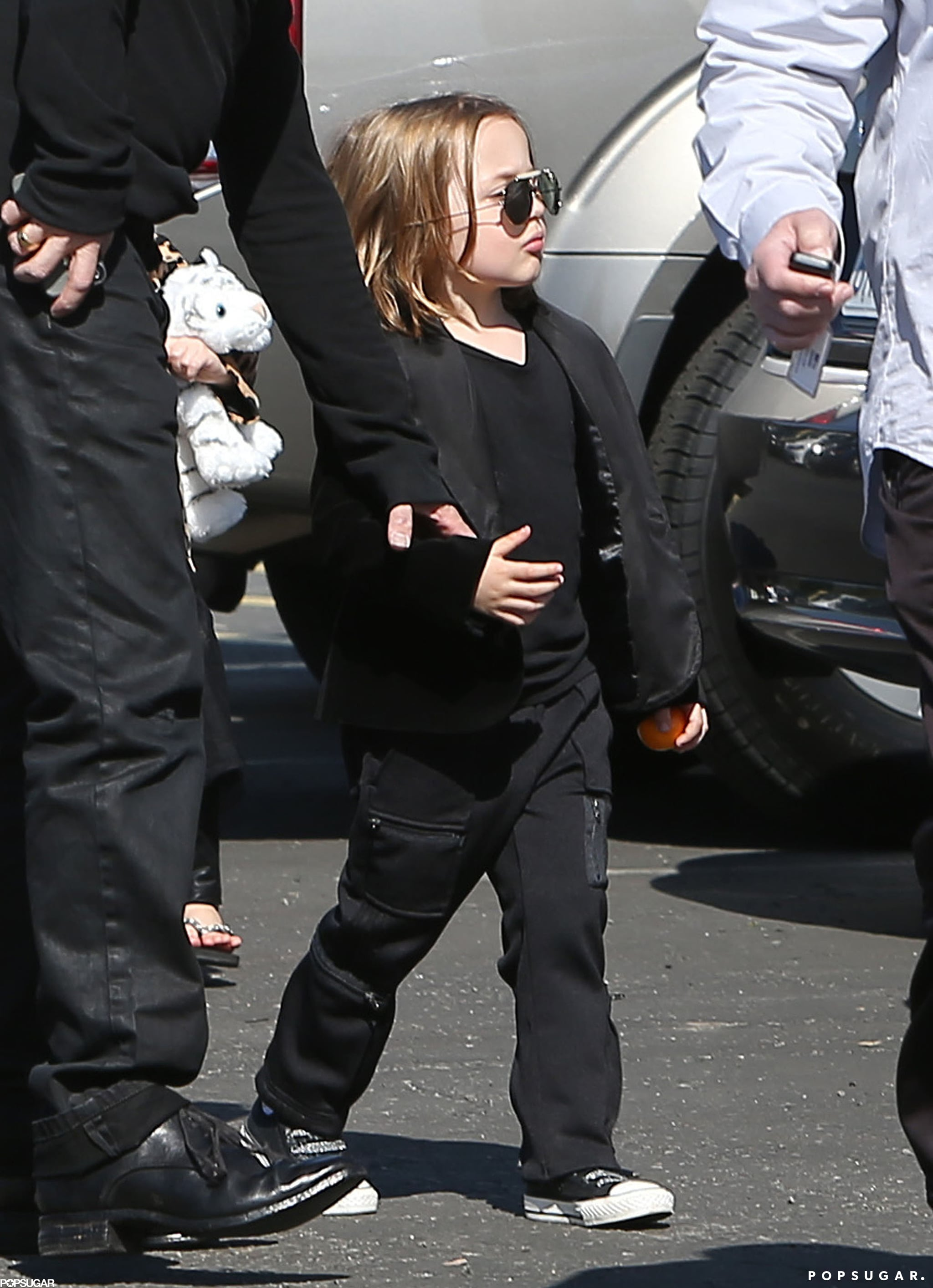 Brad and Angelina Take the Twins Out For Valentine's Day!
