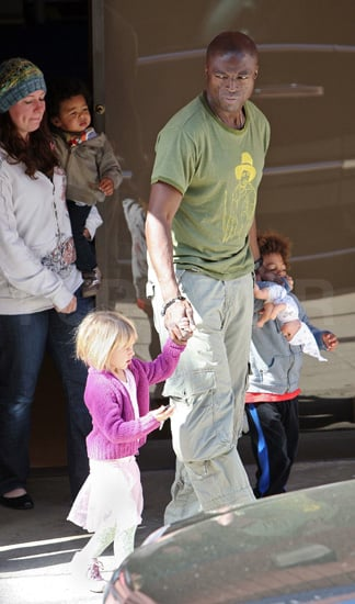 Daddy duty for Seal as he tows the Klum–Seal tots around town.
