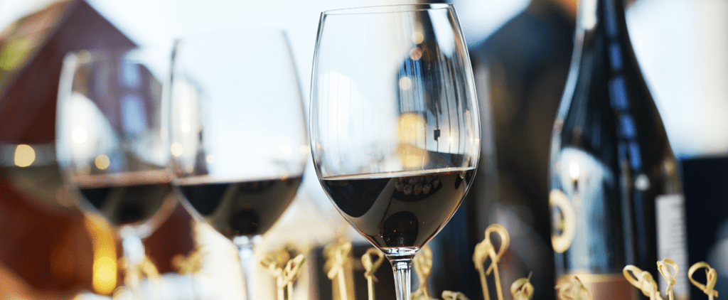 A Guide to Finding the Best Thanksgiving Wine For Your Family Dinner