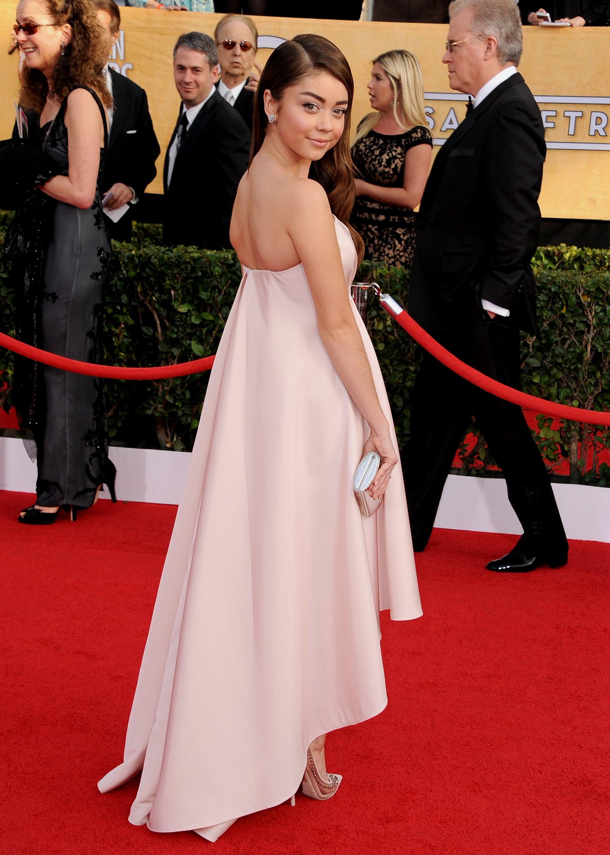 Sarah Hyland showed off her strapless dress.