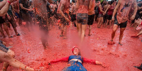 Here's What 5,000 Australians Battling Each Other With 300,000 Tomatoes Looks Like