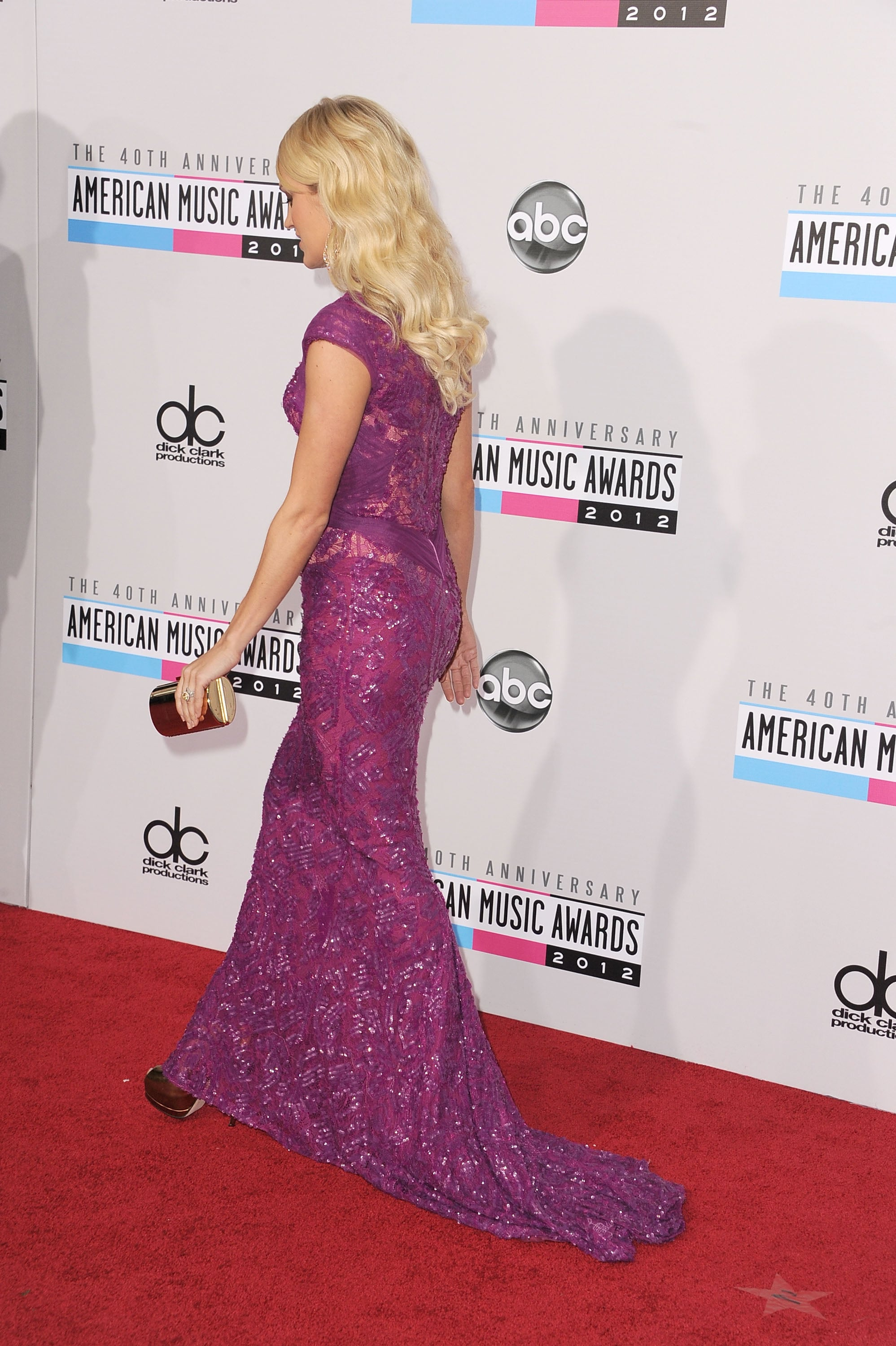 Carrie Underwood headed inside the American Music Awards.