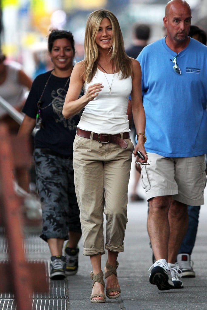 Photos of Jennifer Aniston and a Doggie on Set in NYC