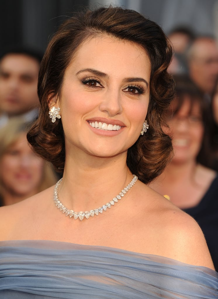Penélope Cruz put a very retro spin on the faux bob for her 2012 Oscars appearance. Sculpt this look on slightly wet hair, using banana clips with tissue underneath (to avoid leaving a mark) to smooth the hair at the nape of the neck. Only remove the clips when the hair is completely dry.