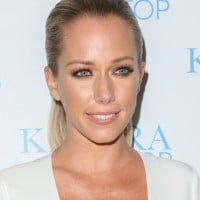 Kendra Wilkinson bares her stretch marks on Mother's Day
