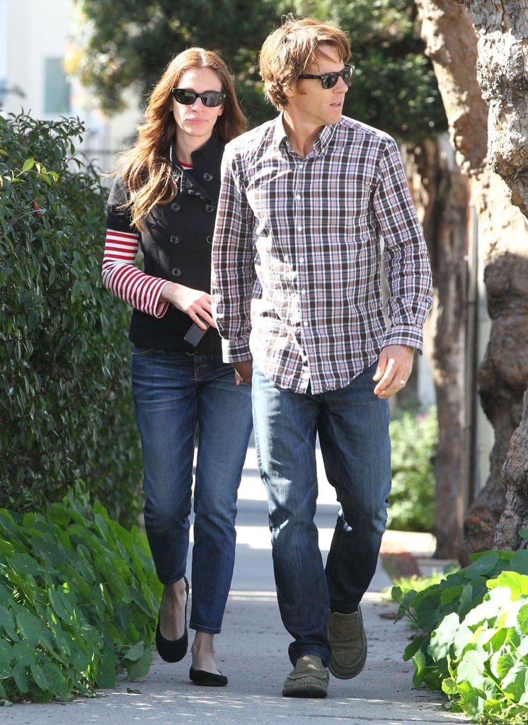 Julia Roberts wore a striped shirt.