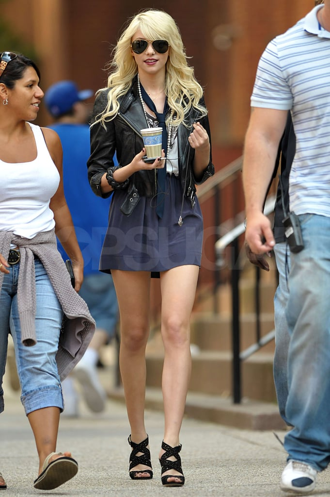 Photos of Jessica Szohr, Adam Brody, Hilary Duff, Blake Lively, Chace Crawford, Penn Badgley, Taylor Momsen on Gossip Girl Set