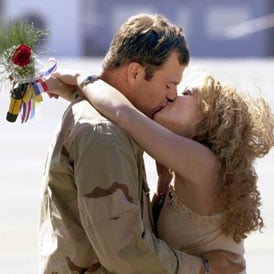 Soldier Homecoming Kissing Pictures