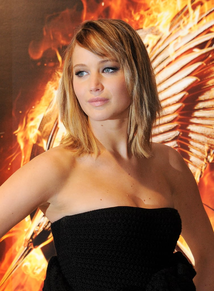 To debut her film The Hunger Games: Catching Fire, Jennifer Lawrence wore her shoulder-length hair in a piecey style with dramatic black eyeliner.