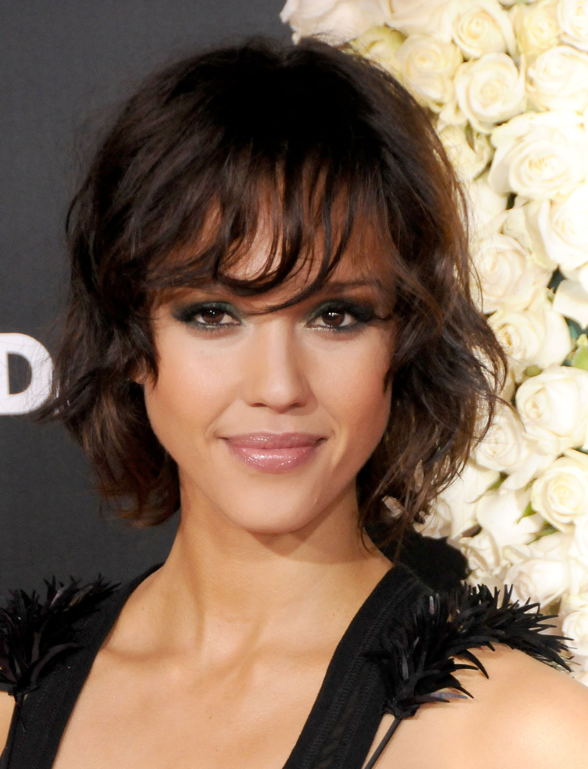 At the Valentine's Day premiere, Jessica showed off a short shag with a dark brunette color and a sultry, smoky eye.