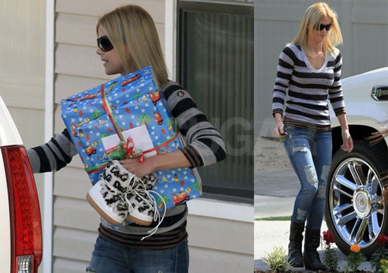 Photos of Elin Nordegren and Sam Woods Leaving Preschool in Florida; New Stories That Tiger Woods Is Returning to Golf