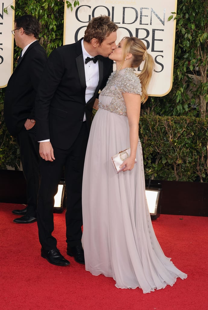 Kristen Bell and Dax Shepard kissed on the red carpet.