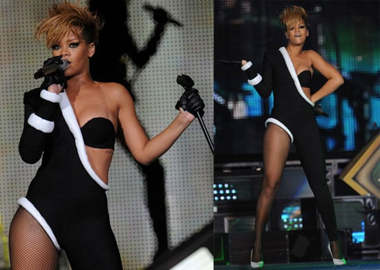 Photos of Rihanna and Justin Bieber Playing a Super Bowl Show 2010-02-05 10:00:26