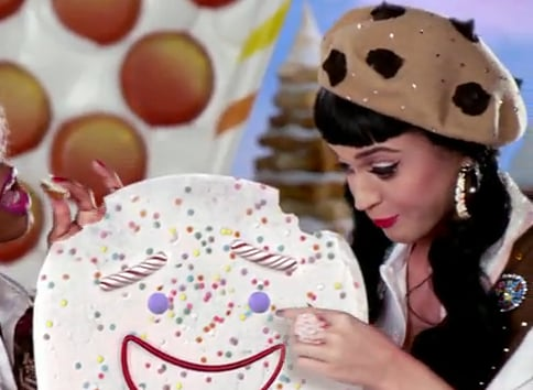 Check out that yummy chocolate chip-inspired beret. Trés chic!