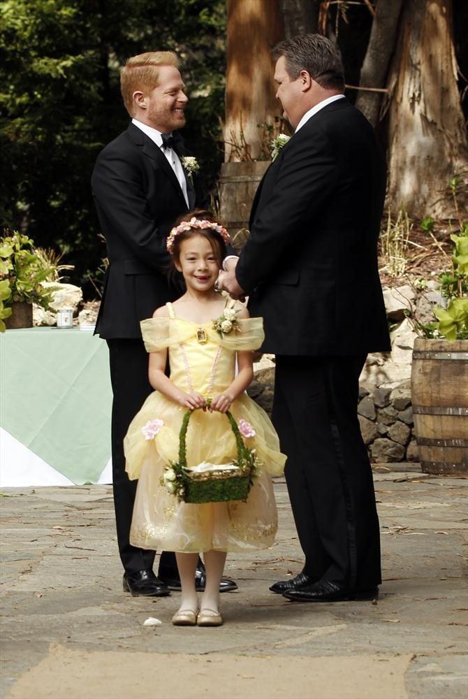 Mitch (Jesse Tyler Ferguson) and Cam (Eric Stonestreet) tie the knot.