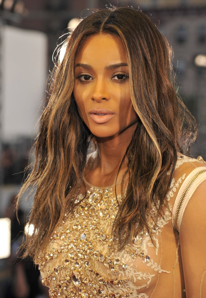 Ciara kept the focus on her new brunette strands with classic makeup and a pale pink lipstick. So sultry!