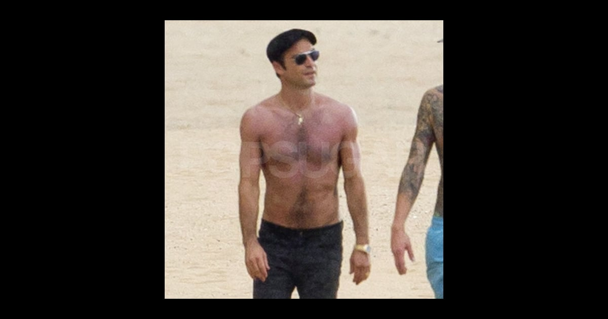 Justin Theroux Shirtless Pictures in Hawaii   POPSUGAR