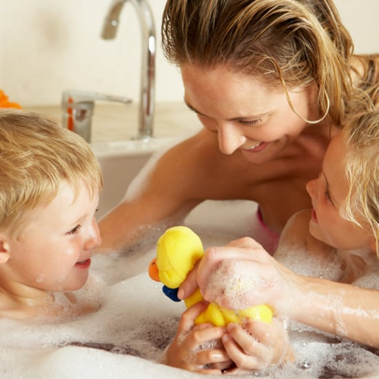 An Age When Parents Should Stop Showering With Their Tot?