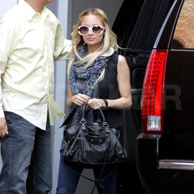 Nicole Richie At Driving School 2008-04-09 15:57:28
