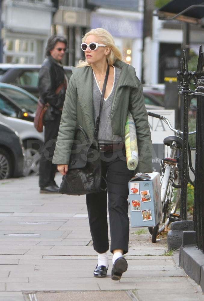 Gwen Stefani with a yoga mat in London.