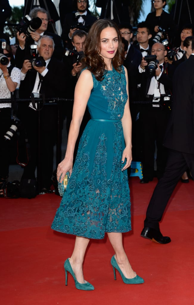 Bérénice Bejo opted for a monochromatic look, pairing a teal lace Elie Saab dress with matching pumps and clutch at the Zulu screening.