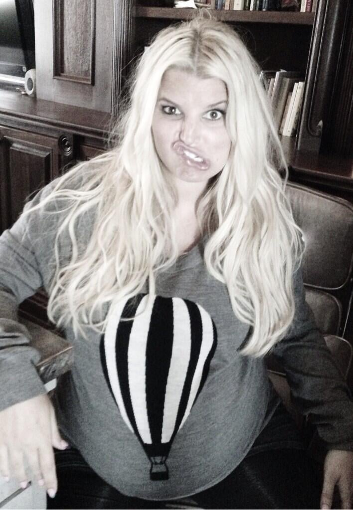 """Before giving birth to her son, Ace, Jessica Simpson shared a photo of a """"metaphor"""" in which she likened her growing baby bump to a hot air balloon. Source: Twitter user JessicaSimpson"""