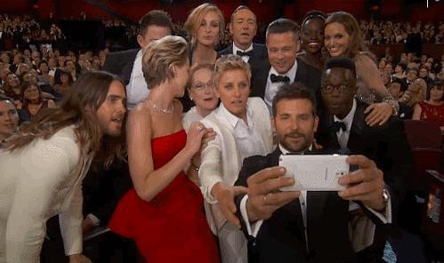 Ellen Organizes the Most Epic Selfie in the History of Selfies