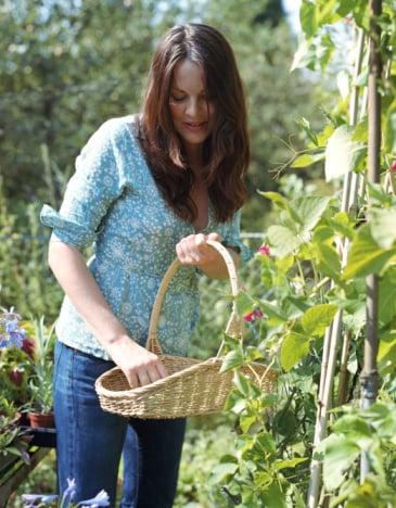 How-To: Ten Garden Uses For White Vinegar
