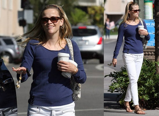 Reese Witherspoon Leaves a Coffee Shop