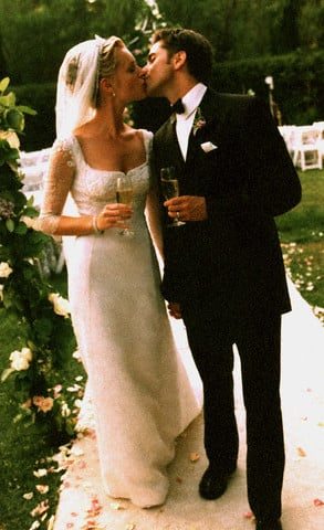 John Stamos kissed Rebecca Romijn following their September 1998 wedding.