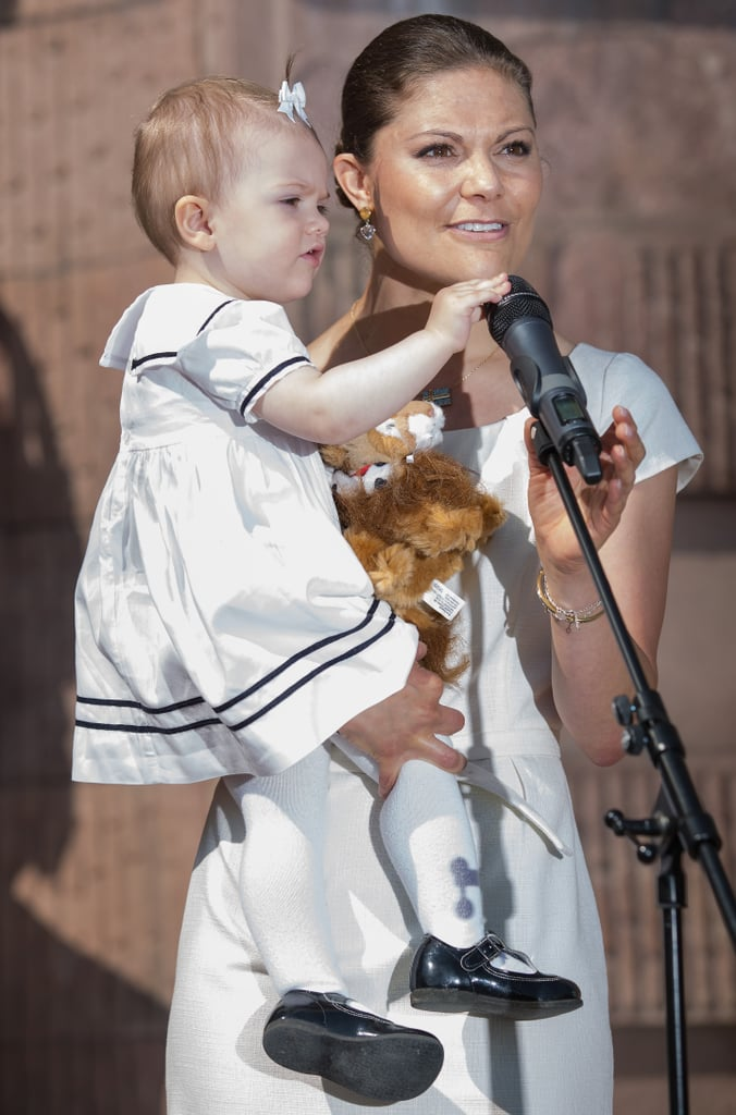 Princess Estelle played with the mic.