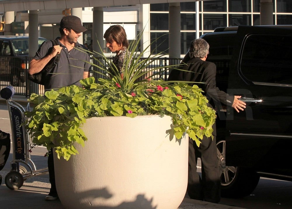 David Schwimmer carried the group's luggage into JFK.