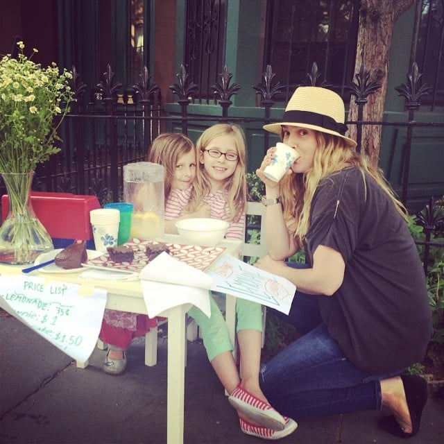 Drew Barrymore sipped lemonade from two local kids' stand. Source: Instagram user drewbarrymore
