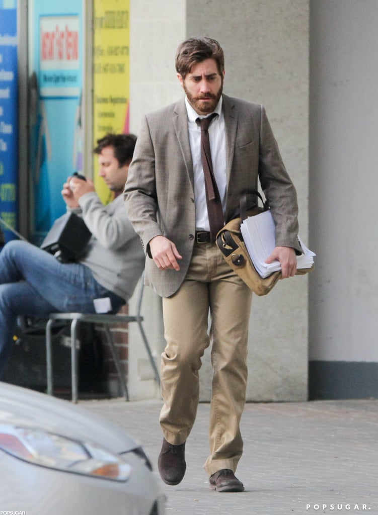 Jake Gyllenhaal wore a suit.