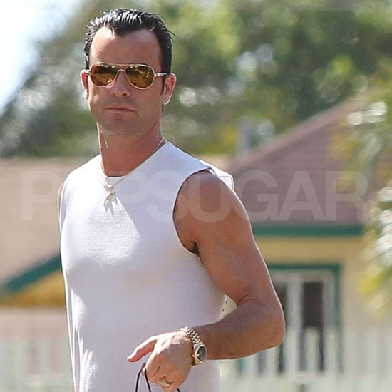 Justin Theroux with his personalized ring.