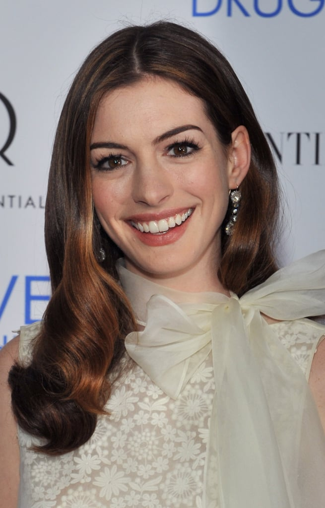 Anne arrived at a screening of her film Love and Other Drugs in a lace and chiffon dress. She opted for shiny, brushed-out curls, and her flirty lashes played up the sweetness of the bow along her neckline.