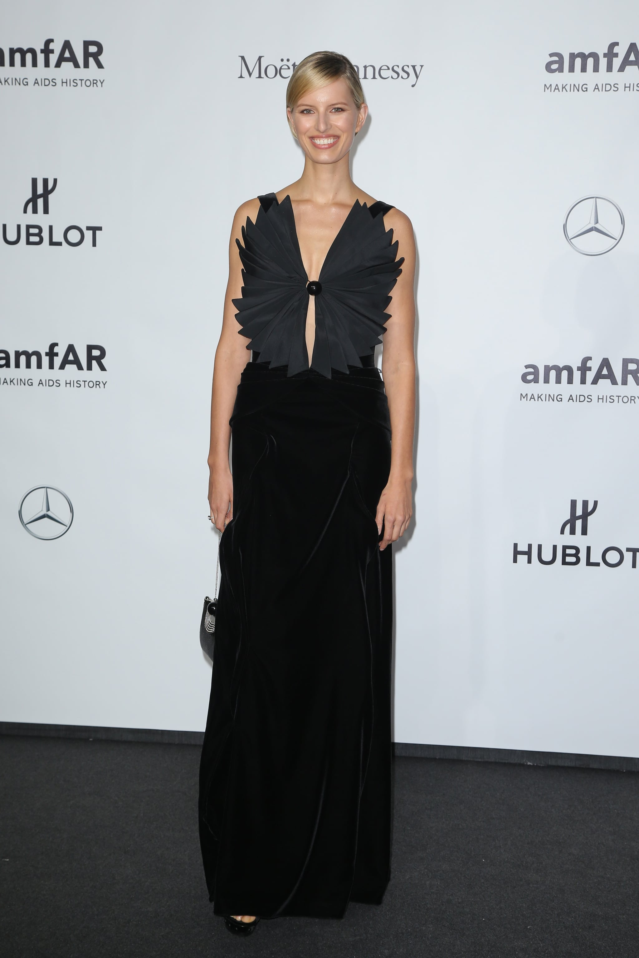 Karolina Kurkova's black gown was anything but ordinary at the amfAR Milano gala. We couldn't stop staring at that pleated origami bodice.