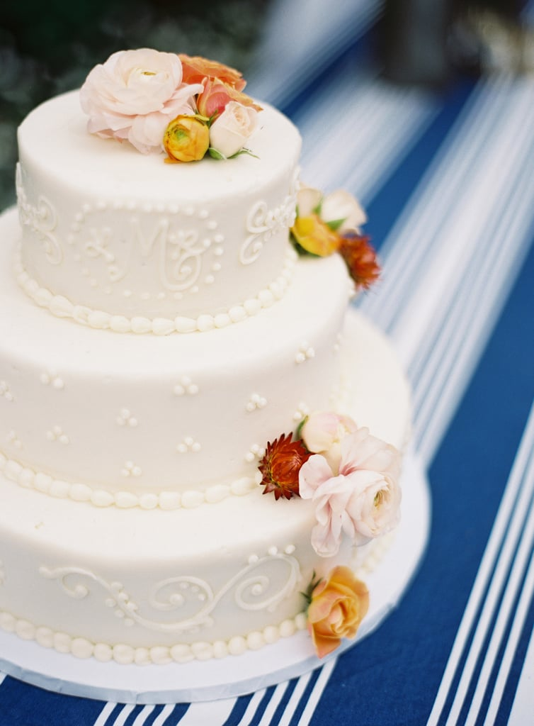 One way to do minimalism when it comes to piping words and pattern: limiting it to one color, like this chic wedding cake.