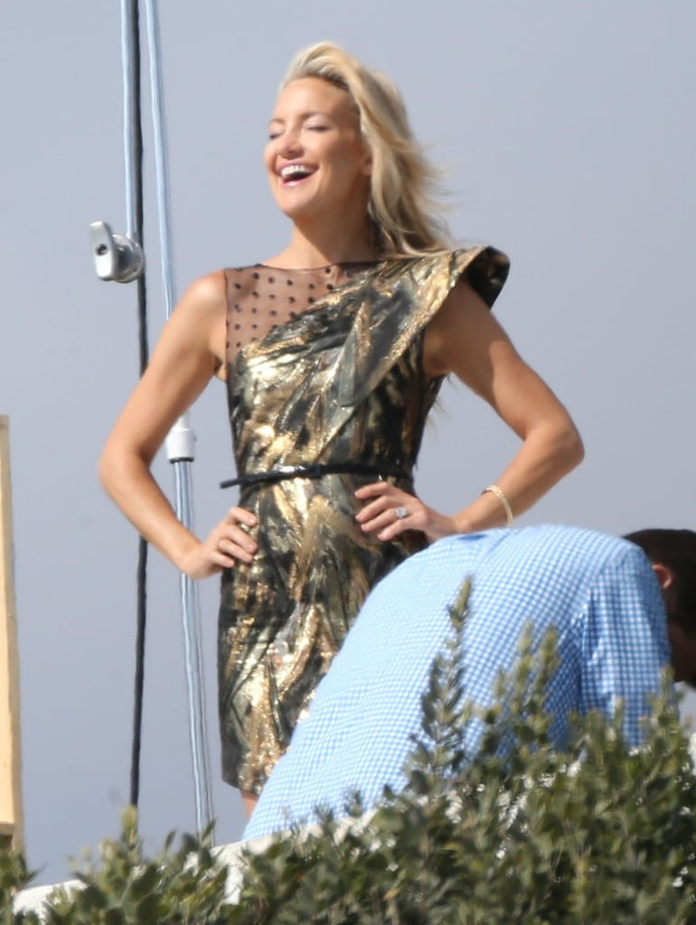 Kate Hudson flashed a big grin during her photo shoot in LA.
