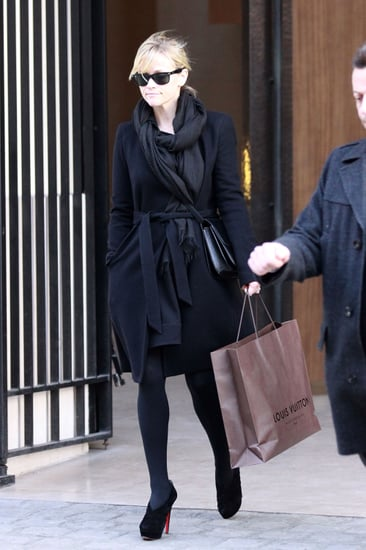 Pictures of Reese Witherspoon Shopping in Paris 2011-01-22 00:00:00