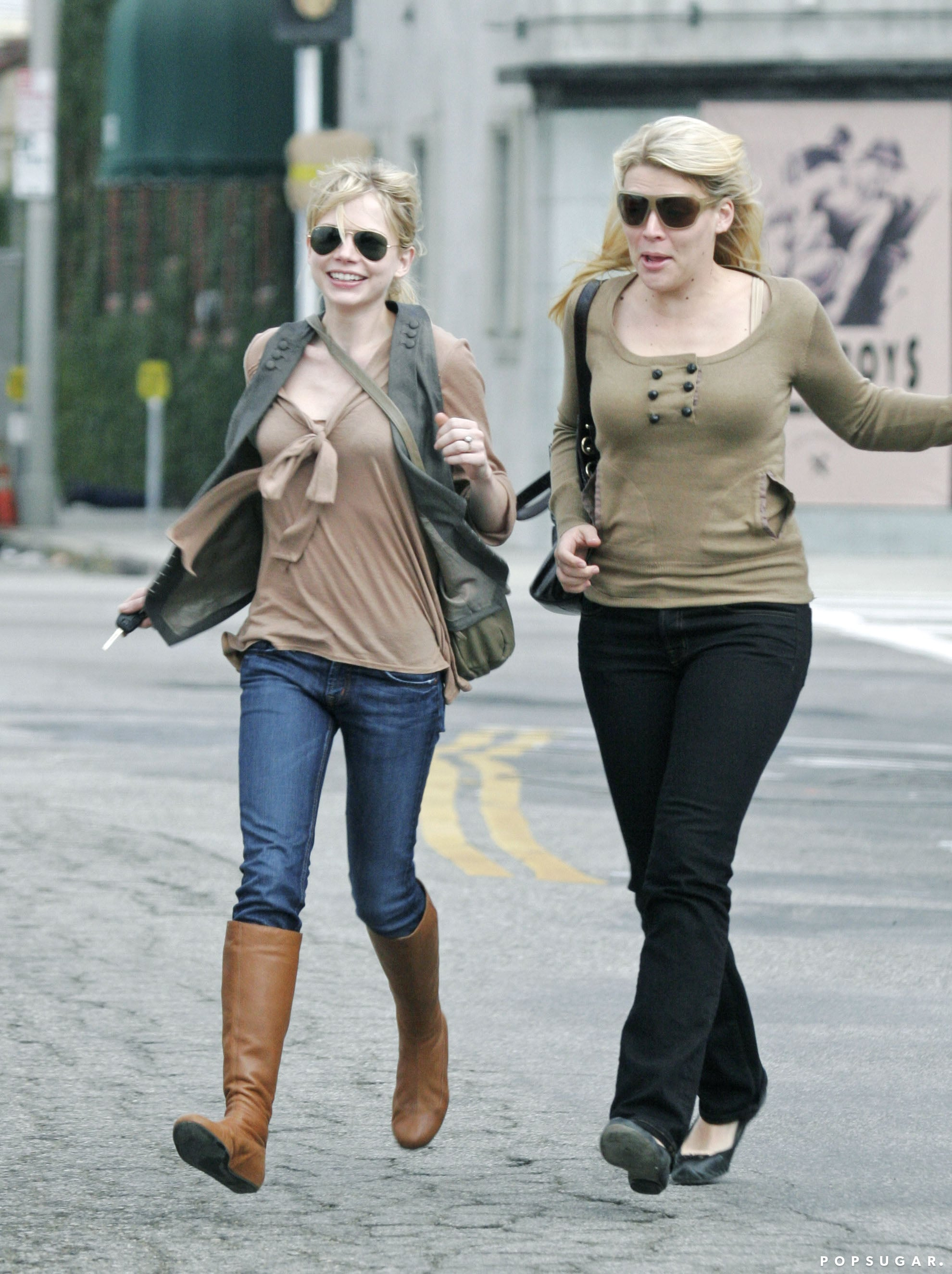 Best friends Busy Philipps and Michelle Williams went shopping together in 2006 in LA.